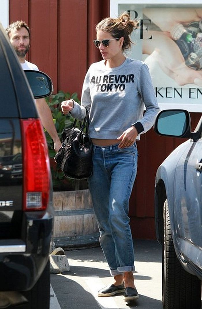 826d40ca1563 Alessandra Ambrosio Spotted in Levi s® Again! - http   denimology.com