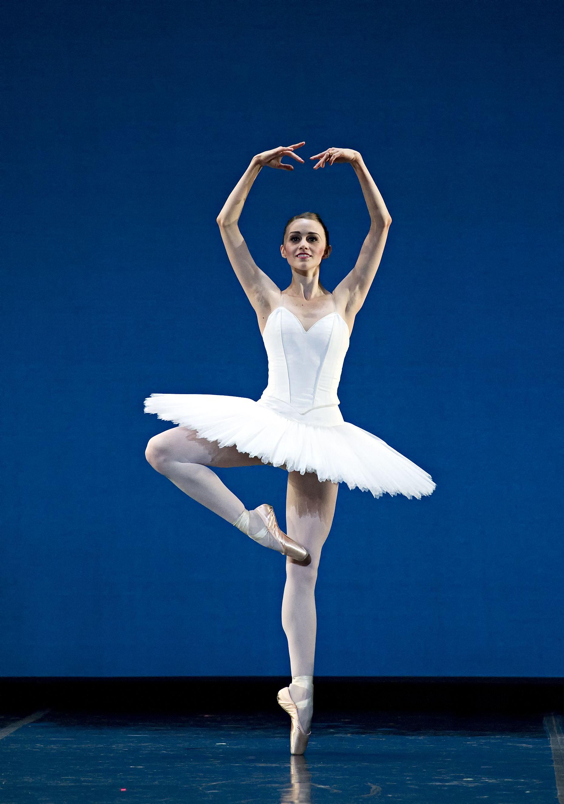 Картинка балерины вращается