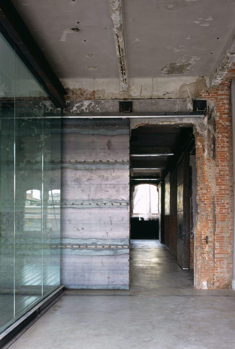Arturo franco d az fabrice van teslaar carlos fernandez for Appartamento design industriale