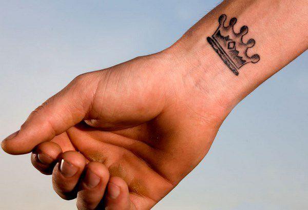Tatuaje Diseno De Corona King Tattoo Chicas Tatuajes Muneca Tatuajes Pequenos Tatuajes Amigas
