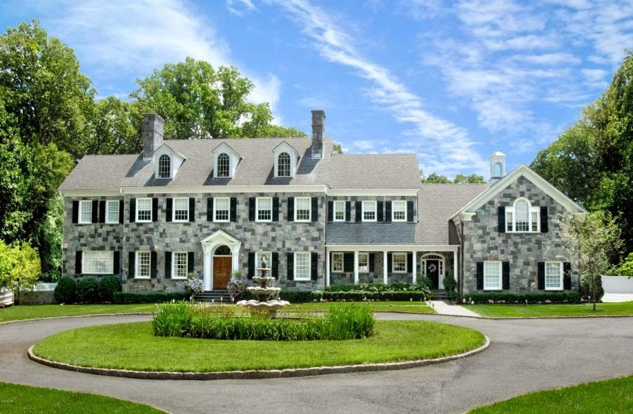 New Sort Of Close To Transportation 6 Wyckham Hill Lane Greenwich 4 390 000 Expensive Houses House Exterior Luxury Real Estate