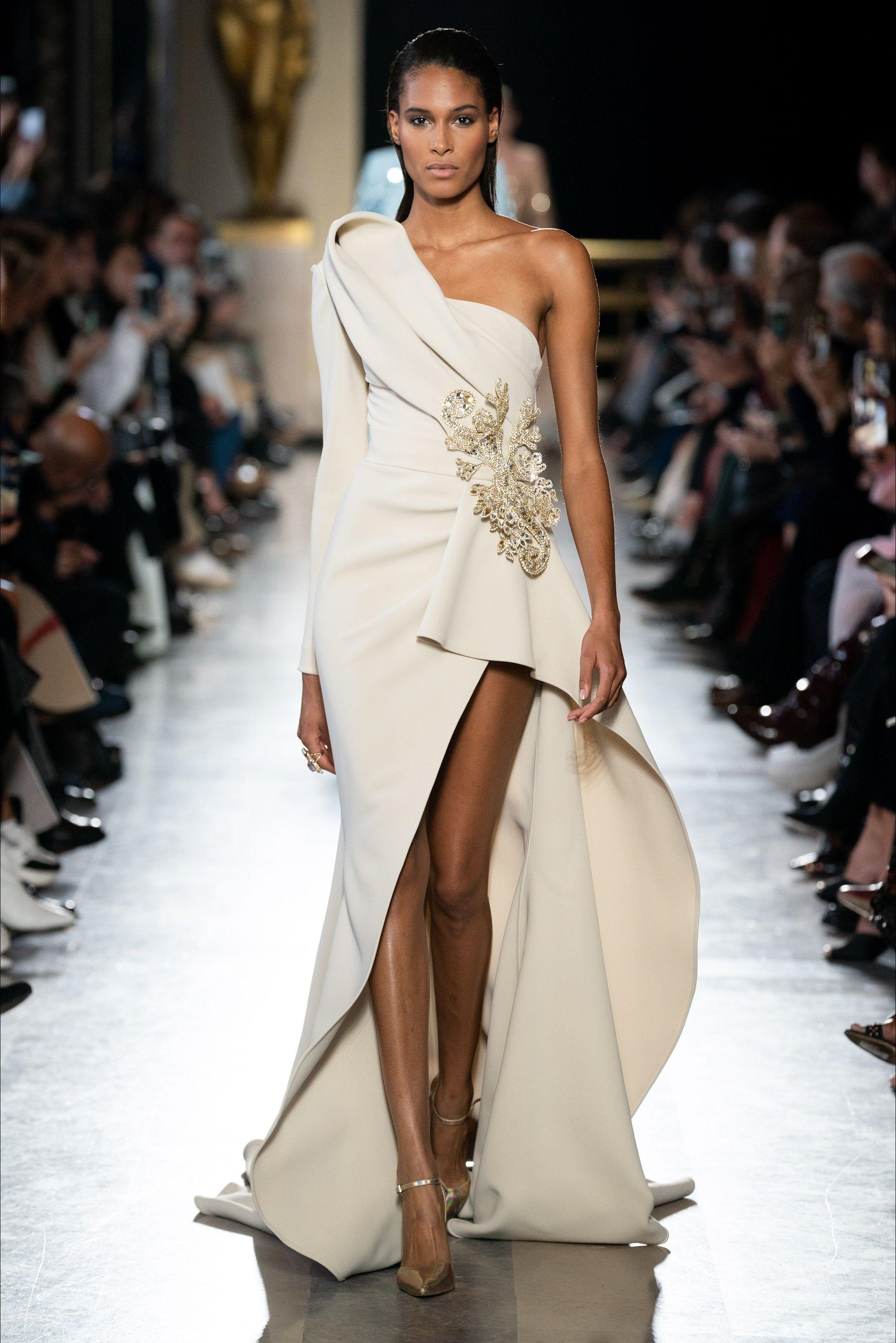 577bb262fa95 Sfilata Elie Saab Parigi - Alta Moda Primavera Estate 2019 - Vogue ...