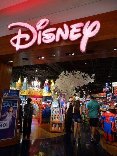 44e0fb4659951 Loja da Disney em Orlando ótima- vá no Florida Mall   Mall, Orlando ...