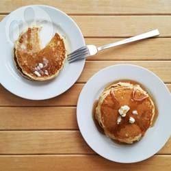 ¡Mmm! Qué rico comenzar el día con un desayuno de pancakes americanos calentitos con miel y un buen café. Esta es mi receta favorita.