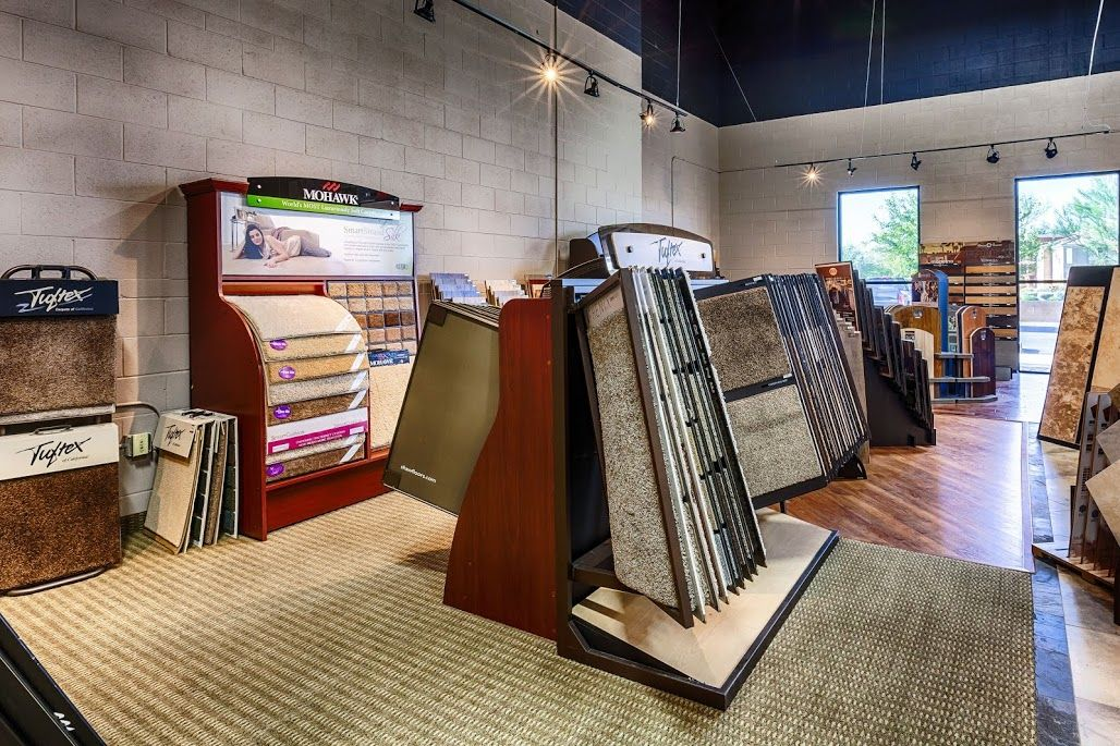 Some Of Our Carpet Displays Mohawk Tuftex Phenix Couristan Shaw Builders Flooring And Design Showroom Floors And More Flooring Rugs And Carpet