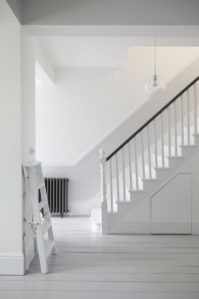 Vintageinteriordesign Photo Evie Mackay White Staircase Space