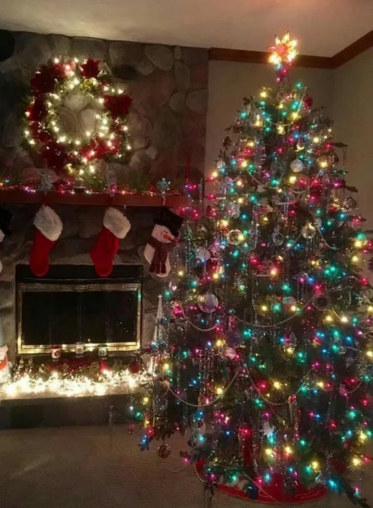 33 Amazing Christmas Tree Light Decor Ideas Christmas Christmasideas Ideas Ha Amazing Christmas Trees Outdoor Christmas Lights Retro Christmas Decorations