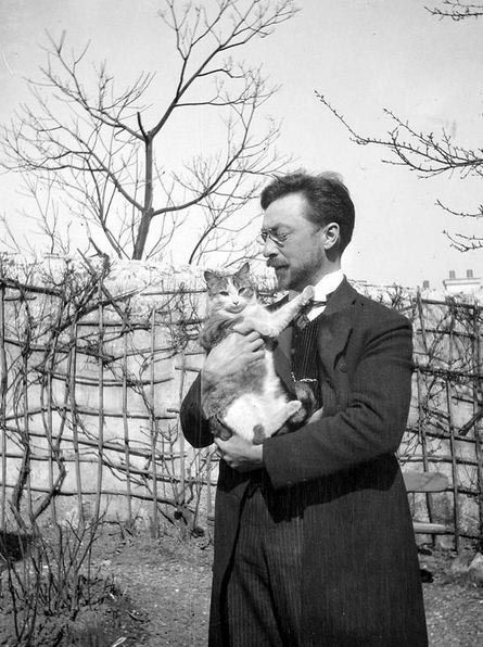 #Kandinsky with cat Vas'ka in Sévres, 1906 http://www.wassilykandinsky.net/photo-54.php
