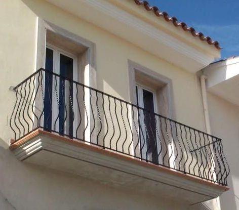 Balcones buscar con google balcones de hierro for Balcones madera exterior