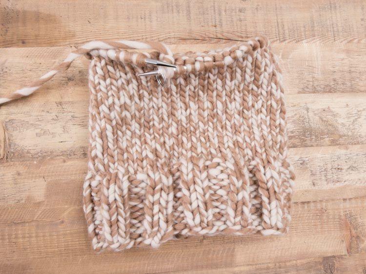 3bb68be3223d Tutoriel débutant   tricoter un bonnet chiné - Marie Claire Marie Claire,  Diy Tutorial,