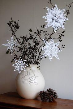 Ein selbstgemachter Papierstern (Schneeflocke) von kaylovesvintage