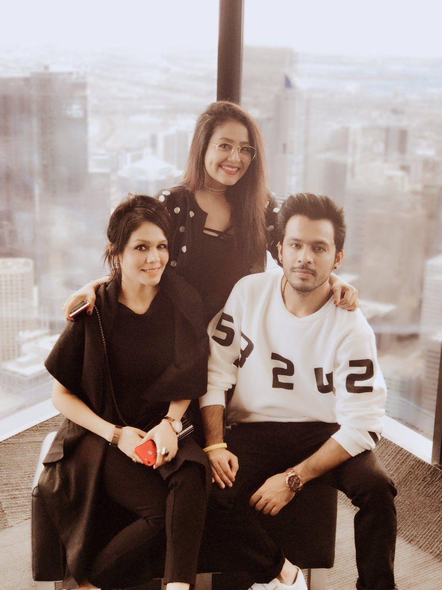 Family Sonu Kakkar Neha Kakkar Dresses Singer