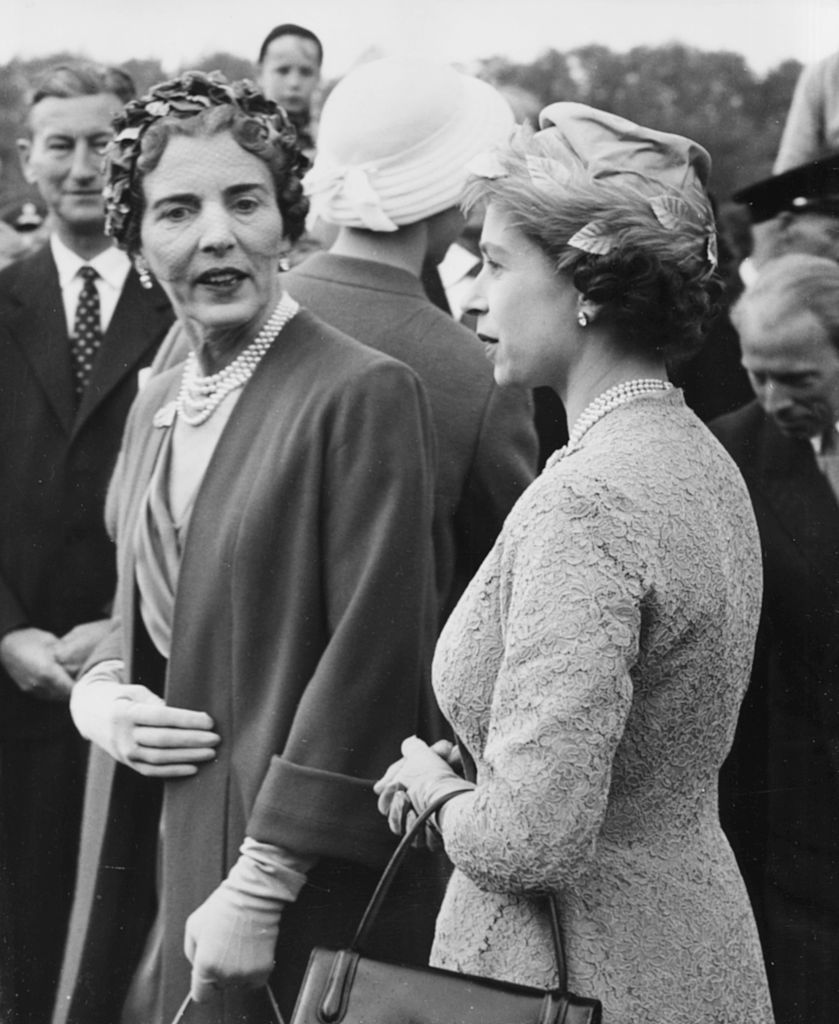 Hm Queen Elizabeth Ii Right Talking To Queen Ingrid Of Denmark As They Arrive At Mindelunden Cemetery To Lay Wreaths On The Memorial For Danemark Photographie