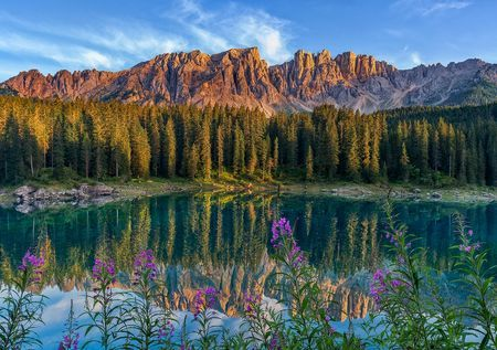 Summer in the Dolomites of the lake's most affluent and many colors.