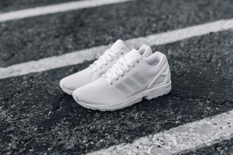 4a6e035b9 停不了的白鞋熱潮:adidas Originals ZX Flux 最新款式! Adidas Originals Zx FluxShoe Bag
