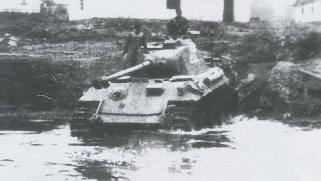 Panther Ausf G in river | WW2 tanks | Flickr