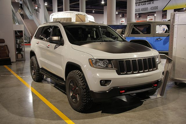 Mopar Introduces 2011 Jeep Grand Cherokee Off Road Edition The 5 7 Liter Hemi Powered Silver Jeep Gra 2011 Jeep Grand Cherokee Jeep Grand Cherokee Jeep Grand