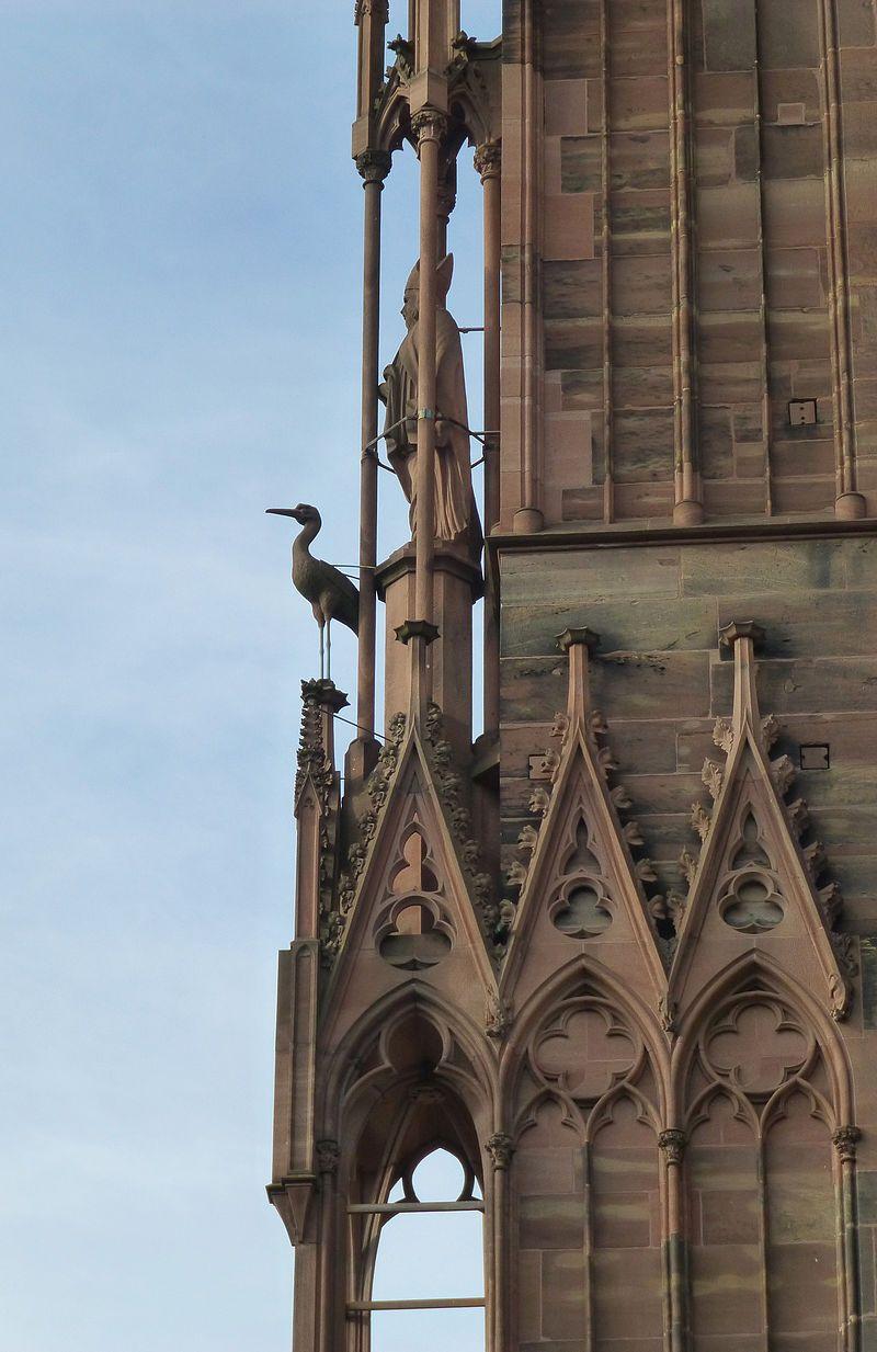 Statue De La Cigogne Oiseau Emblematique De L Alsace Cathedrale Notre Dame De Strasbourg Cathedrale De Strasbourg Cathedrale De Milan Strasbourg