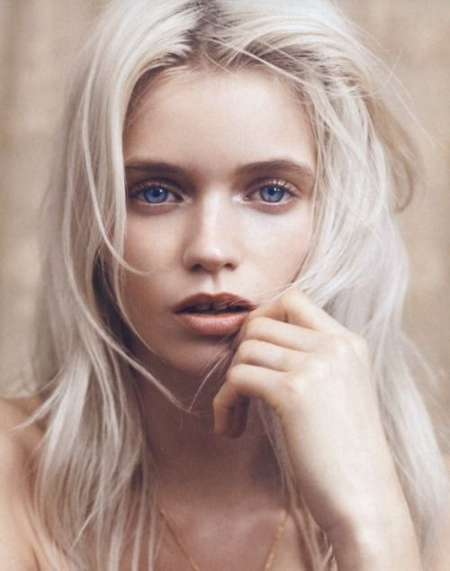 Wow. It's Andrea. White hair, bright blue eyes... It's her ...