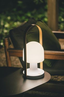 Lampe Sans Fil Followme Plus Marset Blanc Bois Naturel Made In Design Led Table Lamp Lamp Table Lamp