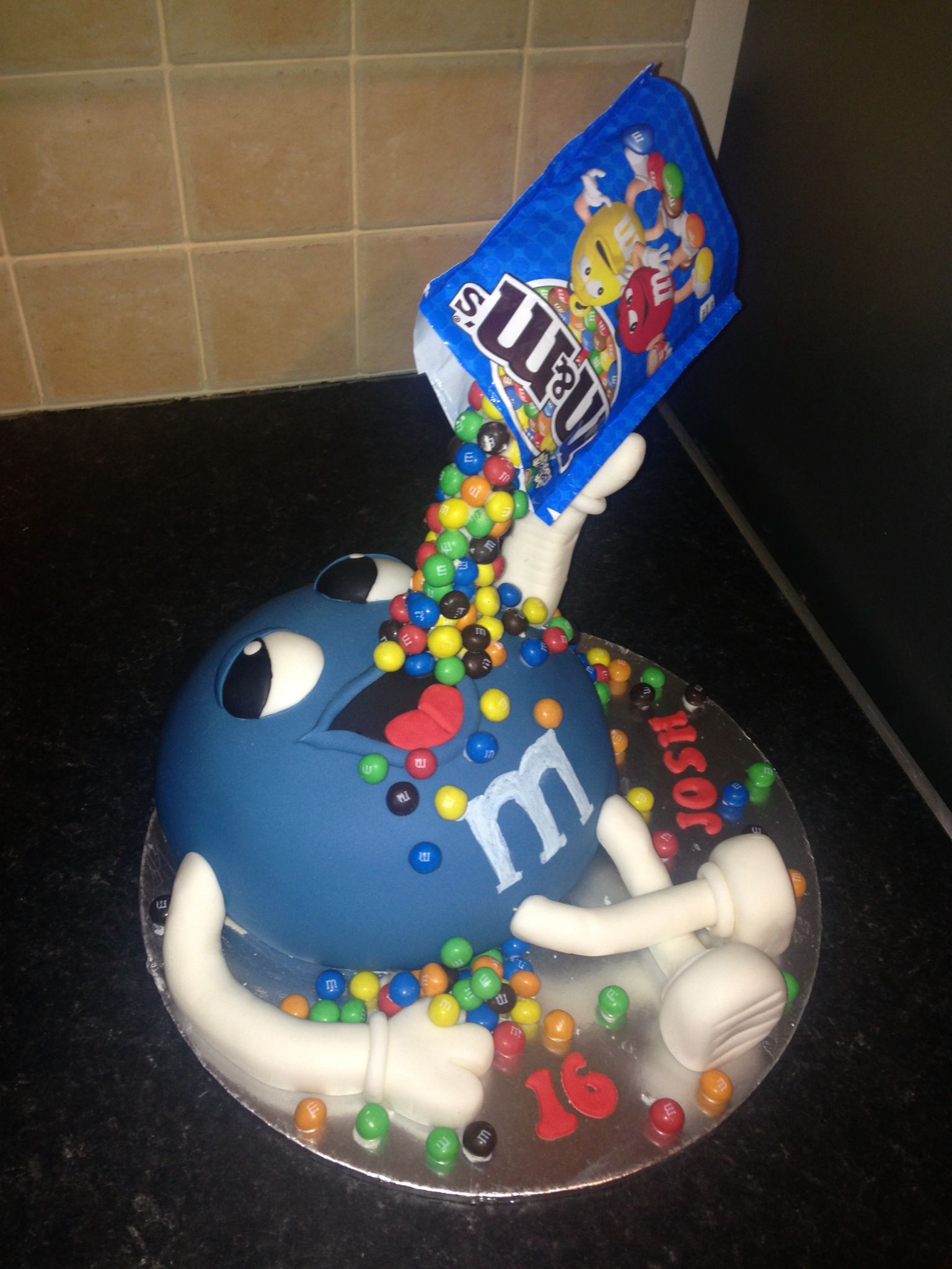 Another Gravity M And M S Cake Cake Cake Videos Poke Cakes - M Und Ms Torte