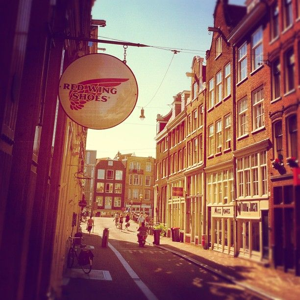 Beautiful sunny monday in the streets of Amsterdam #redwing #redwings #redwingshoes #boots #amsterdam #shoes