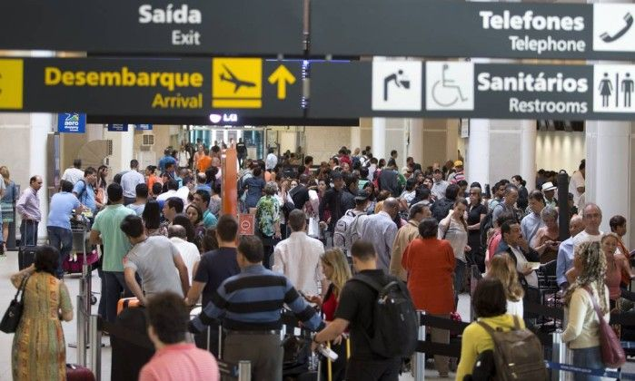 Longas horas na classe econômica? Saiba como deixar a sua viagem mais confortável - Jornal O Globo