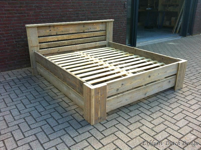 Bauholz Bett Lübeck mit Lack Rustikale schlafzimmermöbel