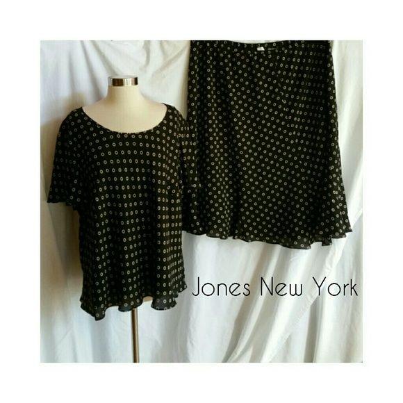 Jones New York Black Skirt Blouse Set Black Size 22W.  100% silk.  Lovely outfit! Jones New York Skirts
