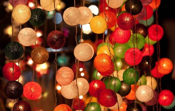decorate little lanterns around bed