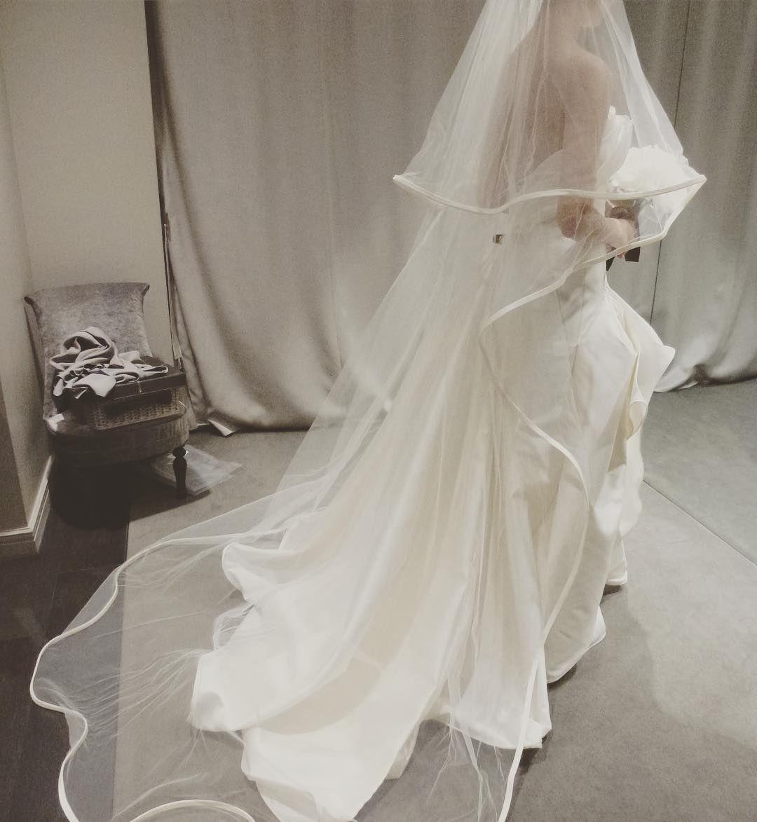 こちらもAntonio riva立体感たまらない まだWDも決まってないですがここで付けて頂いたヴェールがとっても気に入ってしまって 動きのあるヴェールでした こんなヴェールに合うドレスを探したいと密かに目論んでおります  #antonioriva #WD #weddingdress #ドレス試着 #ウエディングドレス #ヴェール by krkr_325