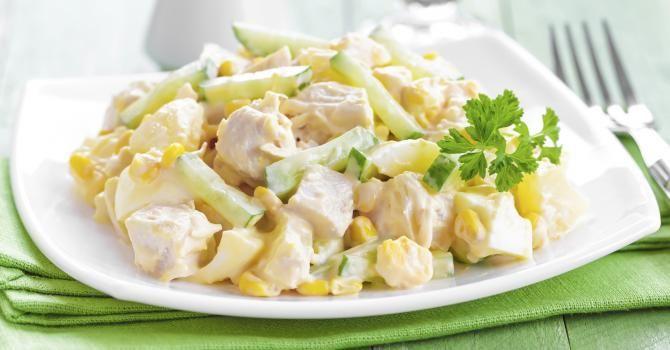Salade diététique au poulet, ananas et pomme