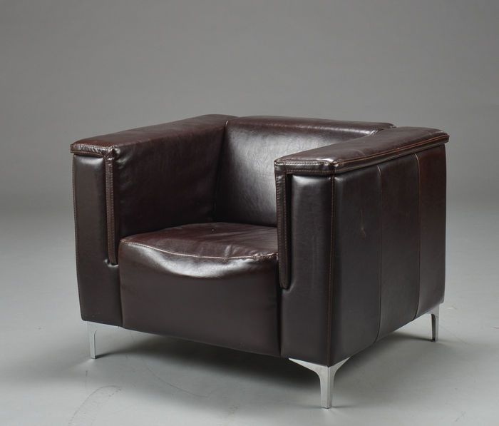 Piquattro Italia – Fauteuil design en cuir marron