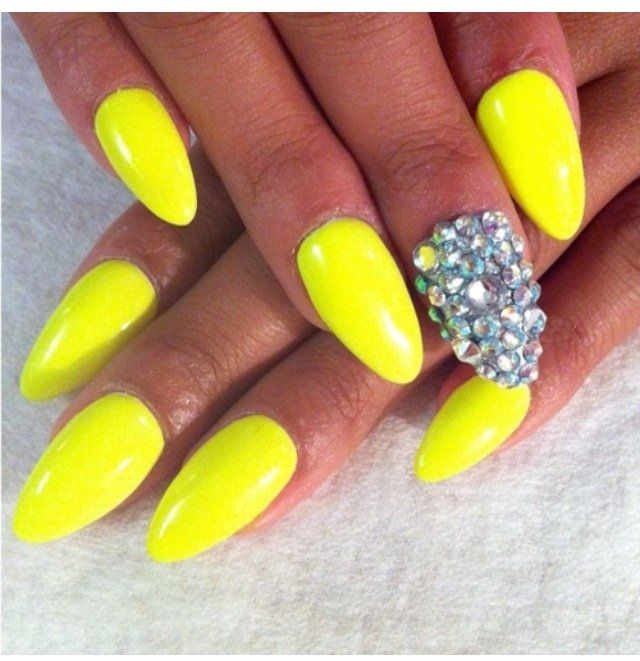15 PRETTY YELLOW NAIL DESIGNS TO TRY THIS SUMMER found on Fashion Diva  Design via @ - 15 PRETTY YELLOW NAIL DESIGNS TO TRY THIS SUMMER Found On Fashion
