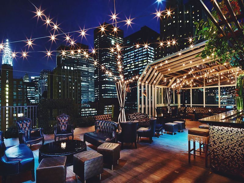 We Ve Collated Our Favourite 10 Open Air Rooftop Bars In New York City From The Unique To The Classy New York Rooftop New York Rooftop Bar Rooftop Bars Nyc