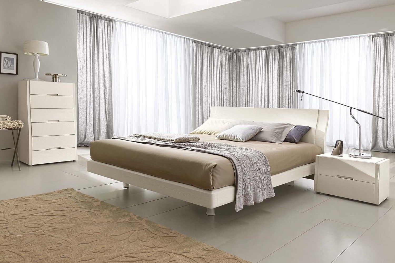 La camera da letto in legno bianco propone un look total ...