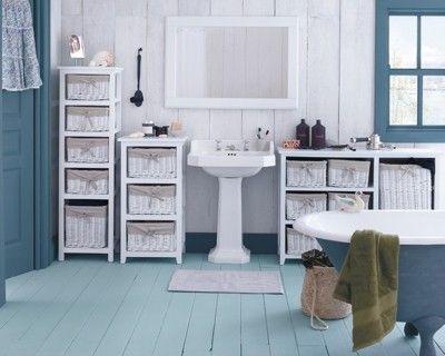 Symbole des beaux jours et de la mer, cette salle de bain bleu ...