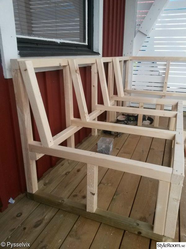 Platsbyggd soffa på altanen – Hemma hos Pysselvix