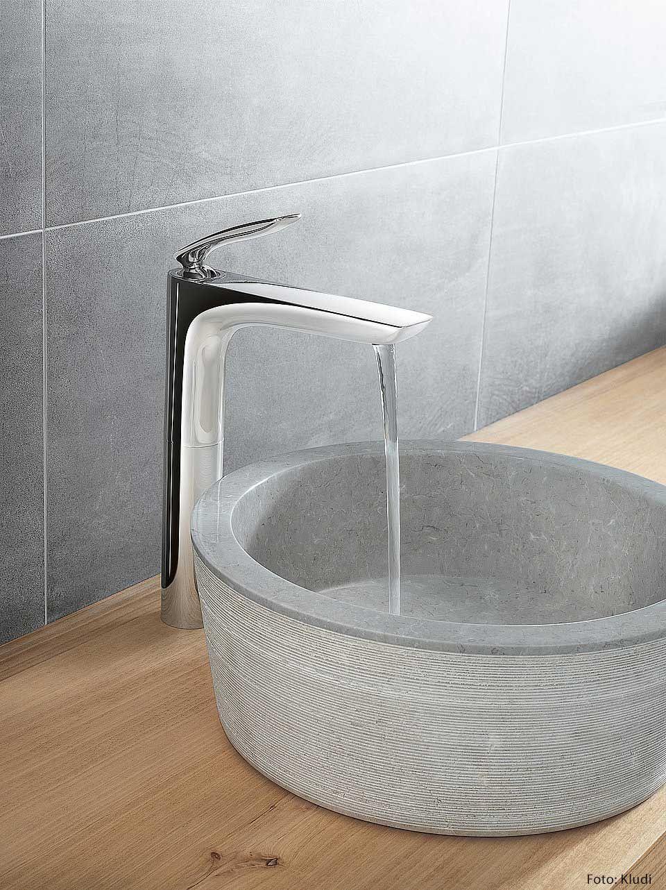 Badezimmer Mit Waschschale Statt Klassischem Waschbecken Waschschussel Ablaufgarnitur Bad