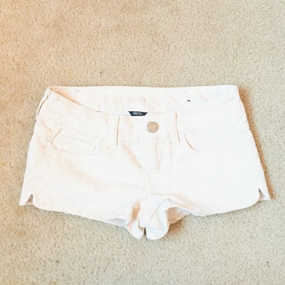 AEO printed shorts white shorts but has a cream printed detailing American Eagle Outfitters Shorts Jean Shorts