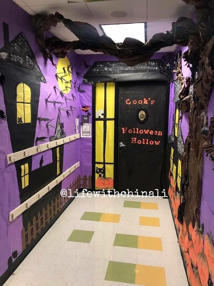 Halloween Classroom Door  #halloweenbulletinboards #halloweenclassroomdoor