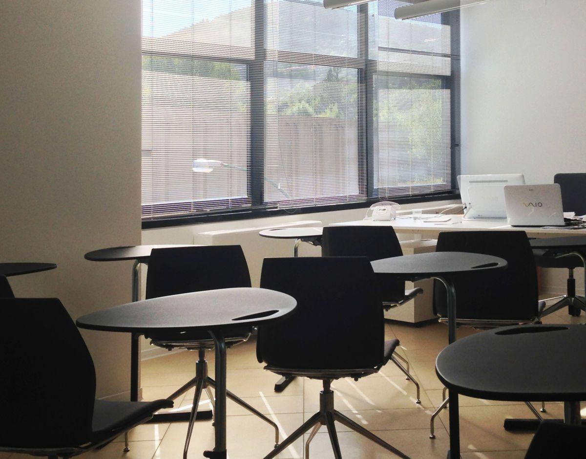 Tavolo Didattico ~ Tavolo sala riunioni con illuminazione sospesa viabizzuno uffici