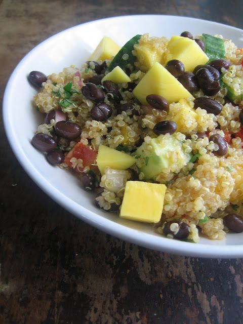 Curried quinoa salad with mango and black beans #vegan (via @sweetsugarbean)