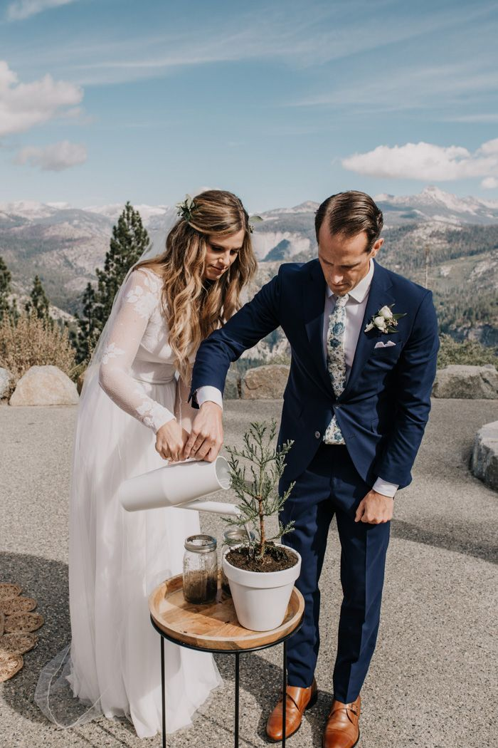 This Yosemite Valley Lodge Wedding Pulled Its Color Palette from the Natural Hues of Glacier Point #ceremonyideas