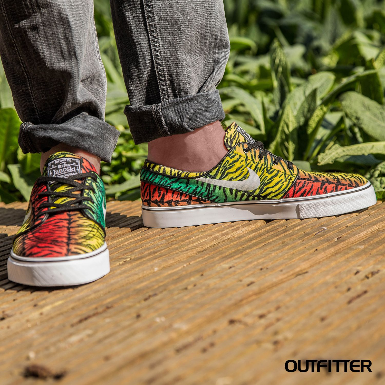 Taking #Janoski for a walk on the wild side #Sneaker #Nike You can too: http://www.outfitter.de/Sportswear/Mens-Shoes/Sneaker/Nike-SB-Zoom-Stefan-Janoski-Canvas-Sneaker-Herren-schwarz-gelb-rot-615957-613.html