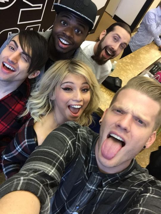 singing Hello hello helllooo helllooo helllloooooo PTXofficial
