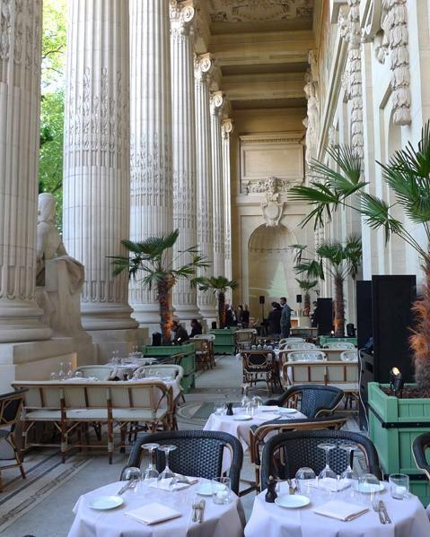mini palais restaurant au sein du grand palais paris caf s dans les mus es parisiens. Black Bedroom Furniture Sets. Home Design Ideas