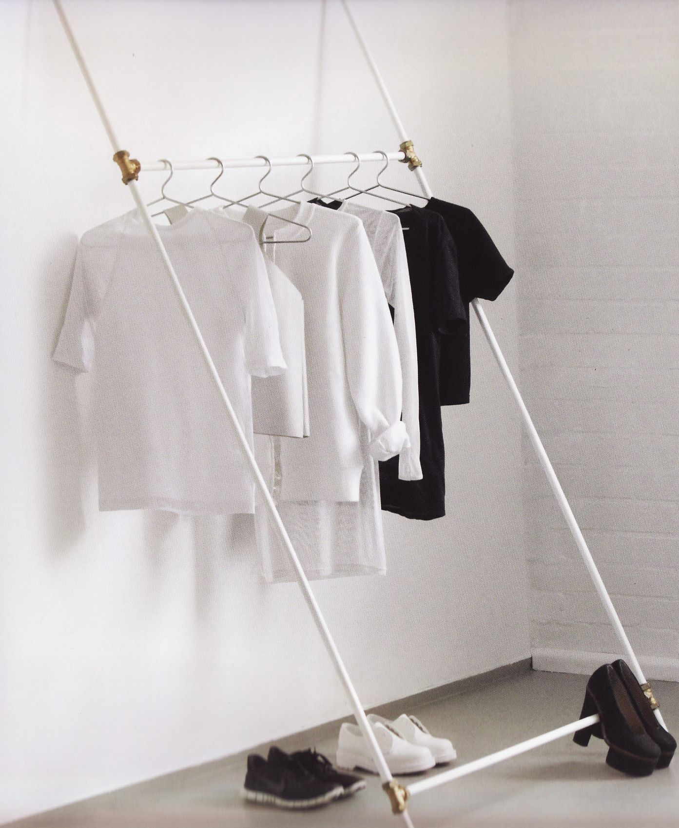 Diy Clothing Rack For A Bedroom Without A Closet