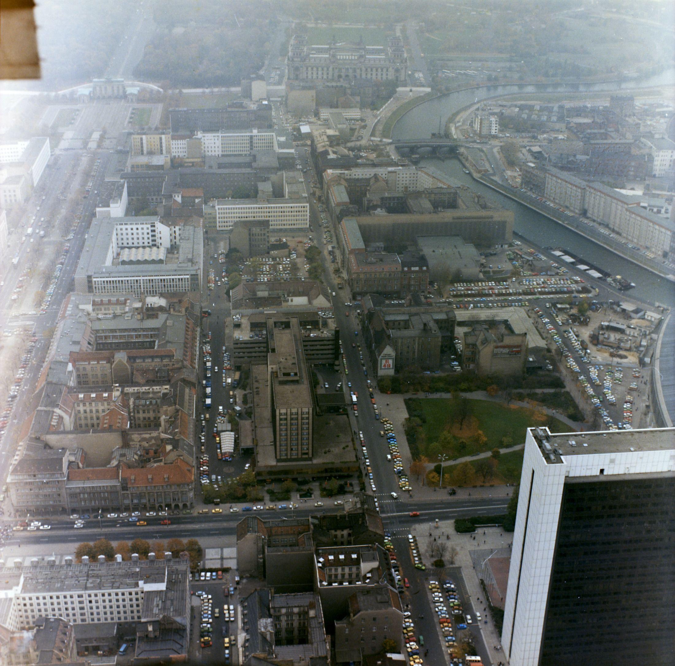 Luftbildaufnahmen Der Berliner Mauer Am Brandenburger Tor Und Am Reichstag Berliner Mauer Brandenburger Tor Mauer