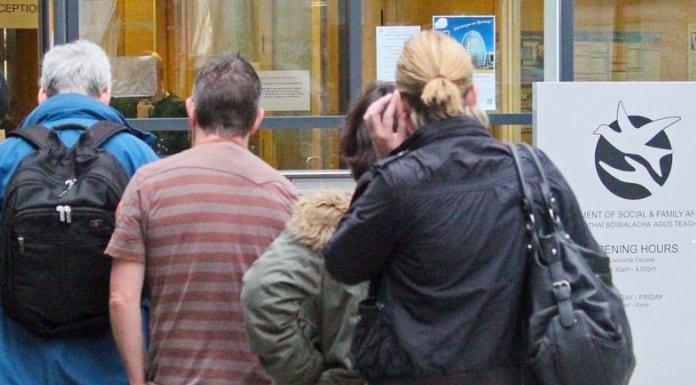 Kontrola setek tysięcy świadczeń socjalnych w Irlandii